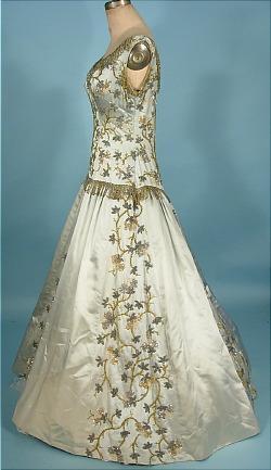 Старинные бальные платья с пышной юбкой