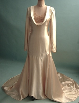 1122717a5 AntiqueDress.com - Wedding