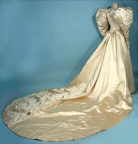 Wedding Gowns Cleveland Ohio: Item For Sale